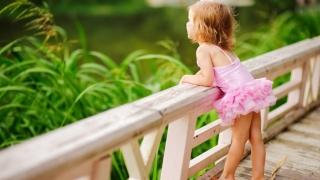 """Cum ne creştem copiii? Unii părinți educă niște """"mici monștri, mici sălbatici"""""""