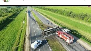 Cumplit accident în Rusia! Autocarul s-a răsturnat şi a luat foc