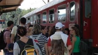 Cum pot călători mai ieftin cu trenul copiii de până la 10 ani