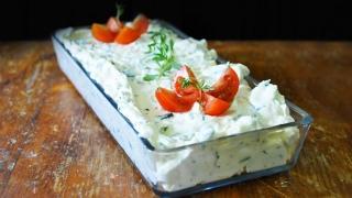 Cum pregătești acasă crema de brânză cu mărar?
