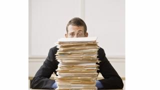 Cum sunt corectate întârzierile la eliberarea documentelor personalului medical