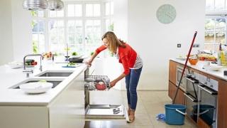 Curăţenia în casă și mersul pe jos la serviciu îţi pot salva viaţa!