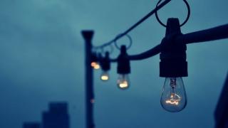 Atenție la capcanele din contractele la electricitate!