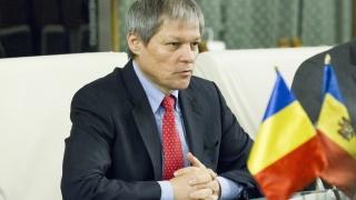 Dacian Cioloș, decorat de președintele R. Moldova
