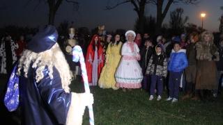 Moș Nicolae a venit pe apă în Tărâmul Magic şi a adus daruri copiilor orfani