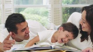 De ce ar trebui să petreceți cu copiii cel puțin o oră pe zi