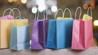 De ce merg românii în vacanţă? Vizitarea rudelor şi cumpărăturile!