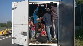 Doi români, inculpați pentru trafic de persoane în Ungaria