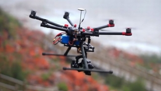 Droguri şi telefoane mobile spre închisoare, cu drone! Le-a doborât poliţia!