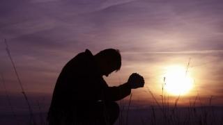 Dumnezeu este prezent pretutindeni și ne ascultă rugăciunile