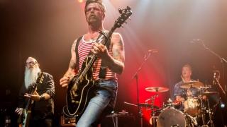 Eagles of Death Metal își reia concertele, la trei luni după masacrul de la Bataclan