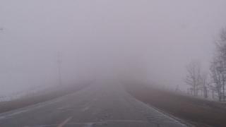 Trafic rutier în condiții de ceață densă, în judeţul Gorj