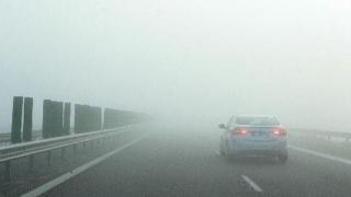 Trafic rutier în condiții de ceață densă pe A2 și pe mai multe drumuri din țară
