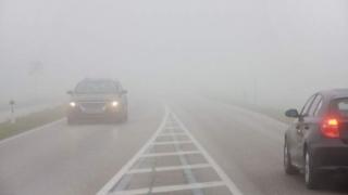 Infotrafic: Circulație în condiții de ceață densă pe mai multe drumuri și autostrăzi