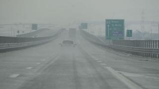 Trafic rutier deviat pe Autostrada Soarelui din cauza poleiului
