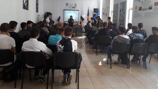 """Ce au căutat poliţiştii la Liceul """"Dimitrie Leonida"""" din Constanța"""