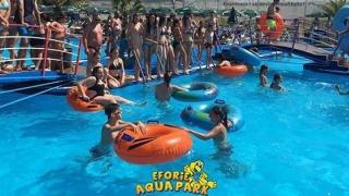 Ce face Ionuţ Galani într-un parc acvatic din Eforie!