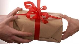 Ce fel de cadouri preferă românii?