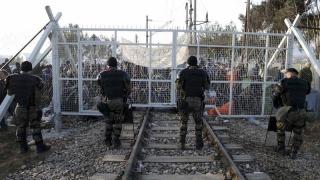 Cei care au deschis graniţele pentru migranţi sunt cei responsabili pentru ziduri şi garduri!