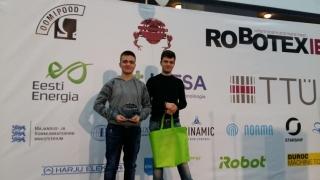 """Elevi constănţeni, """"stăpânii roboţilor"""", câştigă premiul III la Robotex16"""