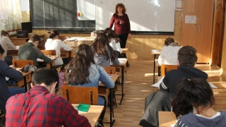 Elevii pasionați de chimie, biologie și engleză, în concurs