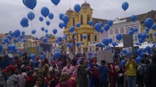 Elevii pleacă în Marșul Veseliei, de Ziua Europei
