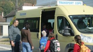 Elevii, transportaţi doar în autobuze cu centuri de siguranță
