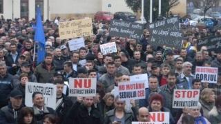 Aproximativ 3.000 de persoane au protestat faţă de intenţia mutării sediului CEO în Capitală