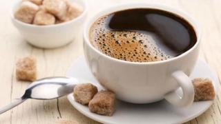 Ce pățești dacă bei cafeaua rece