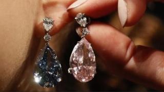 57 milioane de dolari, record mondial pentru cercei cu diamante