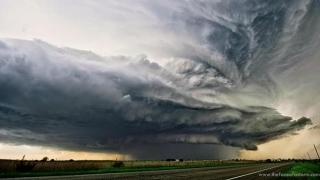 Ce se întâmplă cu vremea? Caniculă, furtuni năprasnice şi grindină