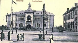 Expoziție dedicată Familiei Regale, pe gardul... Tribunalului