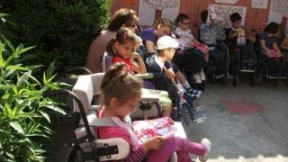 Familiile copiilor cu nevoi speciale, ajutate financiar de CJC