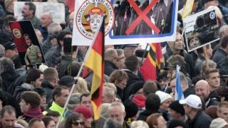 """Fenomenul migraţiei în Germania: Politica """"braţelor deschise"""" în Parlament, politica """"pumnului în gură"""" în stradă"""