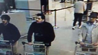 Fotografie cu autorii prezumtivi ai atentatelor de pe aeroportul din Bruxelles