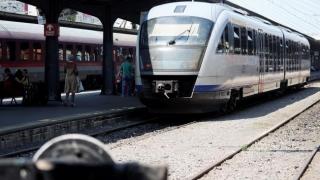 Trenurile circulă cu viteză redusă, din cauza caniculei