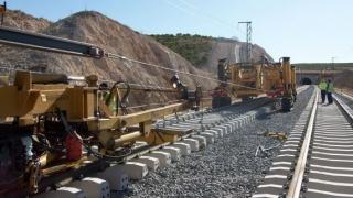 Încep lucrările la tronsonul de cale ferată Curtici – Constanța. Primele investiții: Curtici – Simeria.