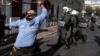 Gaze lacrimogene împotriva fermierilor care protestează la Atena