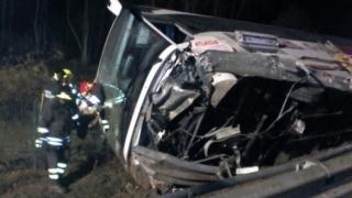 Un autocar românesc s-a răsturnat în Italia! Opt persoane au fost rănite!