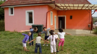 """Grădinițe estivale deschise de """"Salvați Copiii"""""""