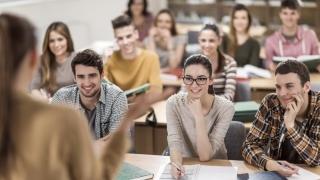 MCI: 3.500 de euro pentru ca elevii români să nu plece la facultăţi străine
