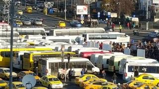 Transportatorii protestează la Guvern. COTAR anunţă mii de participanţi