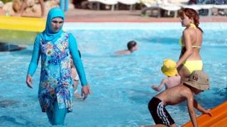 """""""Hotărârile antiburkini date în Franţa favorizează stigmatizarea musulmanilor"""""""