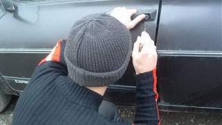 Tineri din Topraisar, reținuți pentru furturi din autoturisme