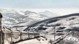 Încă nu ai ajuns la munte iarna asta? Cât te costă călătoria cu trenul