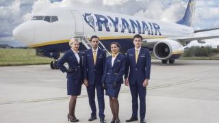Încă o companie aeriană angajează stewardese. Vezi condițiile!
