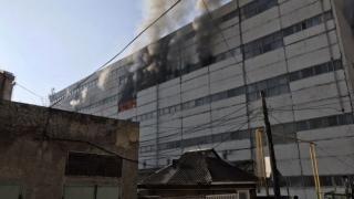 Incendiu puternic la Chișinău: un pompier decedat