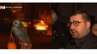 Protest cu portocale, la Cotroceni. Fostul ofiţer SRI Dragomir, printre protestatari