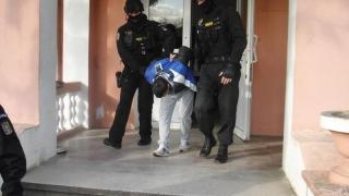 Infractori extrem de violenţi, prinşi de poliţişti! Sunt la închisoare