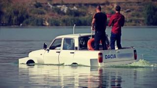 Ia d-acia, Dacia!